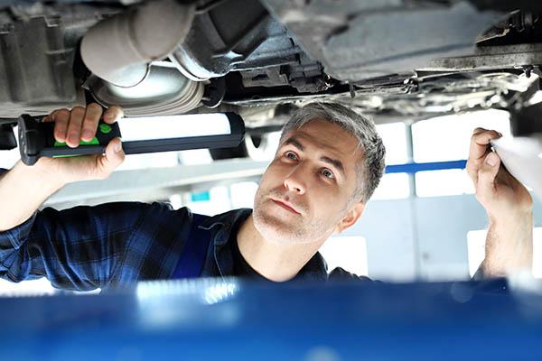 Pracovní pozice automechanik